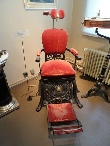 This is entirely unlike the chair in my dentist's office. I prefer this one.